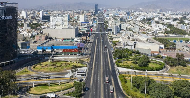 Javier Prado avenue is one the most important roads in the capital of Peru, it use to be a high traffic at any time, now looks deserted due the national lockdown because the covid-19 pandemic